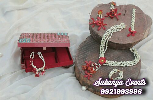 Artificial Floral Jewellery Online